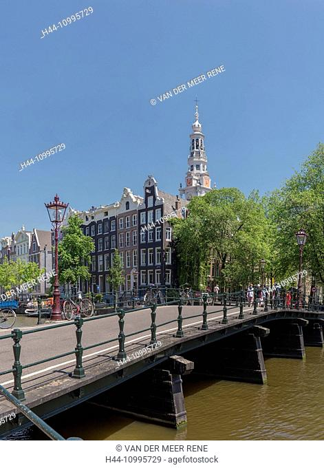 Canal called Kloveniersburgwal and the South-church