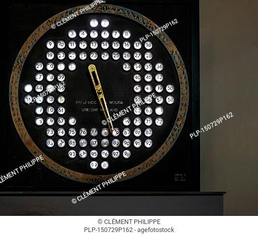 Old Dutch electronic auction clock from NV Van der Hoorn en Wouda for selling shrimps at fish market