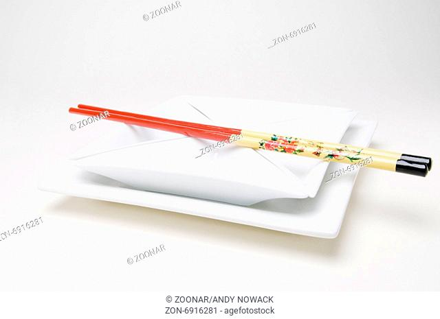 chopsticks on the plate parallel left