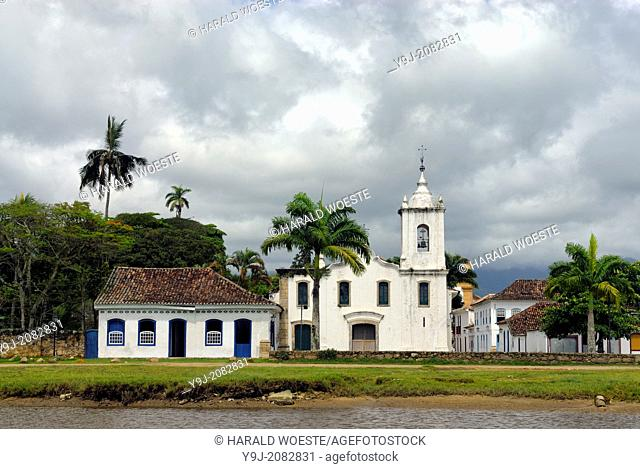 The church Igreja Nossa Senhora das Dores in the historic centre of Paraty, Espirito Santo, Brazil. --- Info: The beautiful colonial town of Paraty has been a...