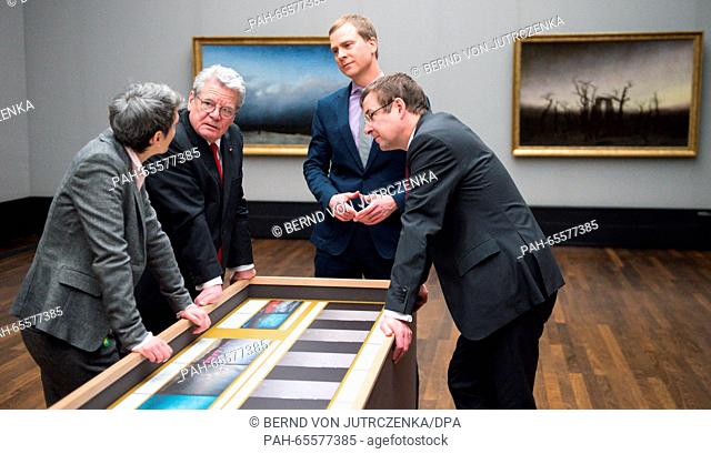 German President Joachim Gauck, and head of the Federal President's Office, David Gill (r), are guided by restorer Kristina Moesl (l) and head of tHe Alte...