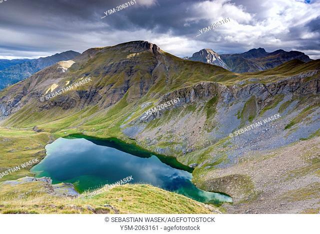Ibon de Sabocos, Sierra de Tendeñera, Pyrenees, Huesca province, Aragon, Spain, Europe