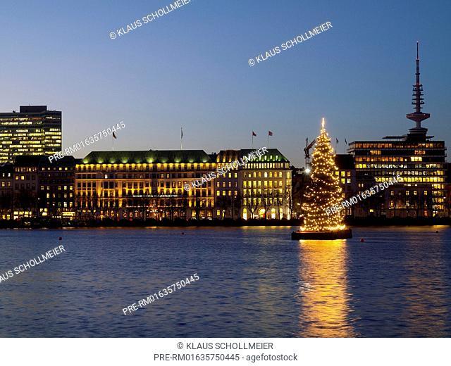 Look over the Binnenalster to Neuen Jungfernstieg with Hotel Vier Jahreszeiten and the radio telecommunication tower and illuminated christmas tree, Hamburg