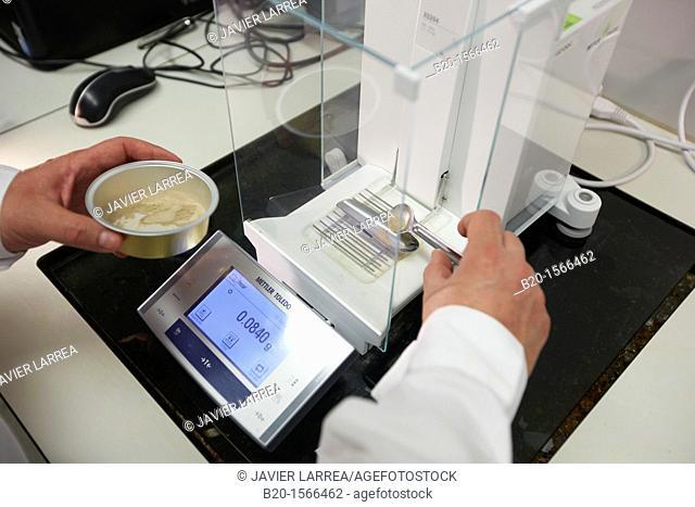 Precision balance, Laboratory, Research on building materials, Tecnalia Research & Innovation, Zamudio, Bizkaia, Basque Country, Spain
