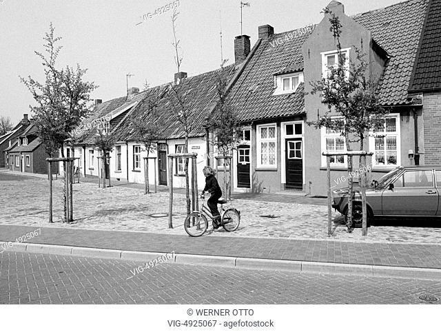 Eighties, D-Leer (Ostfriesland), Ems, Leda, East Frisia, Lower Saxony, residential houses Brummelburgstrasse, row of houses