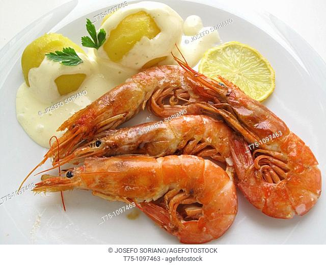 grilled shrimp with potatoes and mayonnaise