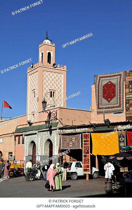MOSQUE AND CARPET SELLER, DJEMAA EL FNA SQUARE, MARRAKECH, MOROCCO