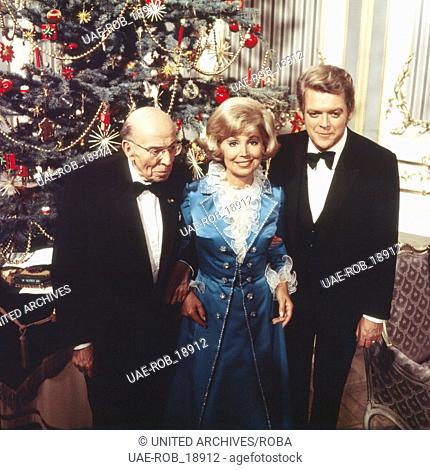 Weihnachten mit Opernsängerin Anneliese Rothenberger, Robert Stolz (links) und Hermann Prey, Deutschland 1970er Jahre. German opera singer Anneliese...