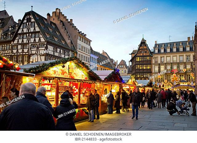 Christmas market in Colmar, Alsace, France, Europe