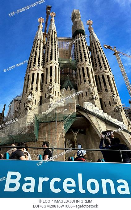 Tour bus visits the Basilica Sagrada Familia