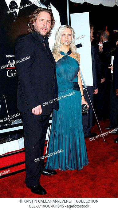 Russell Crowe, Danielle Spencer at arrivals for Premiere of AMERICAN GANGSTER to benefit the Boys and Girls Clubs of America, the Apollo Theater in Harlem