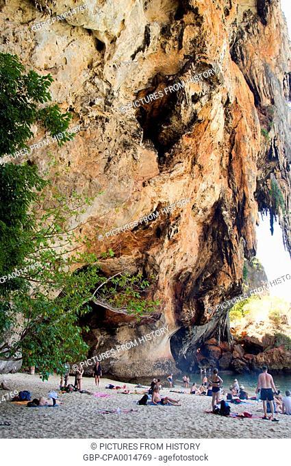 Thailand: Enjoying the shade of the cliff next to the Phra Nang cave, Tham Phra Nang, Krabi Coast