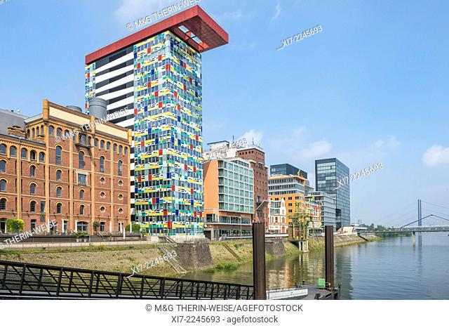 Modern office and hotel architecture, Media Harbour, Düsseldorf, North Rhine Westphalia, Germany
