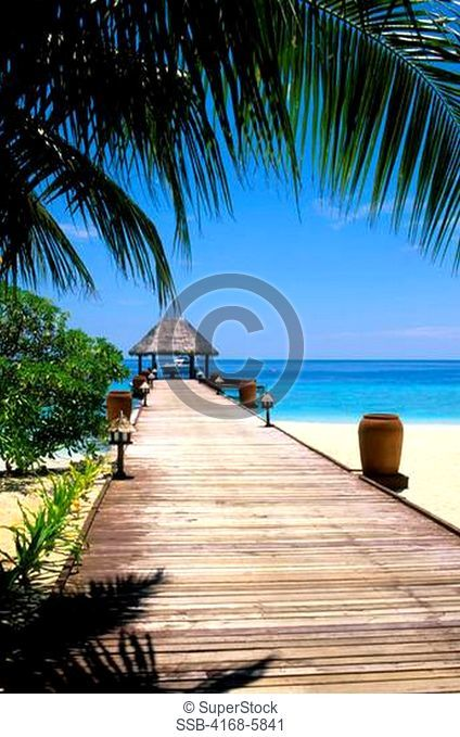 MALDIVES, TAJ CORAL REEF RESORT, JETTY