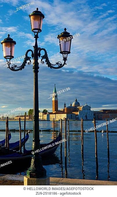 Old style street lamps, gondolas and Basilica di San Giorgio Maggiore, Venice, Veneto, Italy, Europe