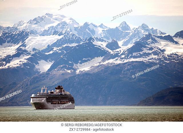 Cuise near the Mount Fairweather in Glacier Bay National Park Alaska USA. Tarr inlet in Glacier Bay National Park. Margerie Glacier is a 21-mile-long (34 km)...