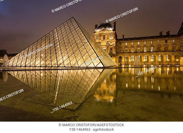 Palais du Louvre Pyramid Paris France