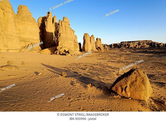 Rock formation in El Ghessour, Tassili du Hoggar, Wilaya Tamanrasset, Algeria, Sahara, Africa