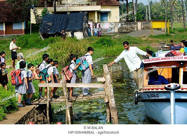 CHILDREN WAITING FOR BOAT IN KUTTANAD, ALAPPUZHA