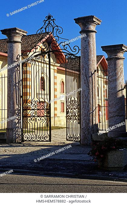 France, Gironde, Bordeaux Wine Region, Margaux, Chateau Desmirail, entrance and old cellar