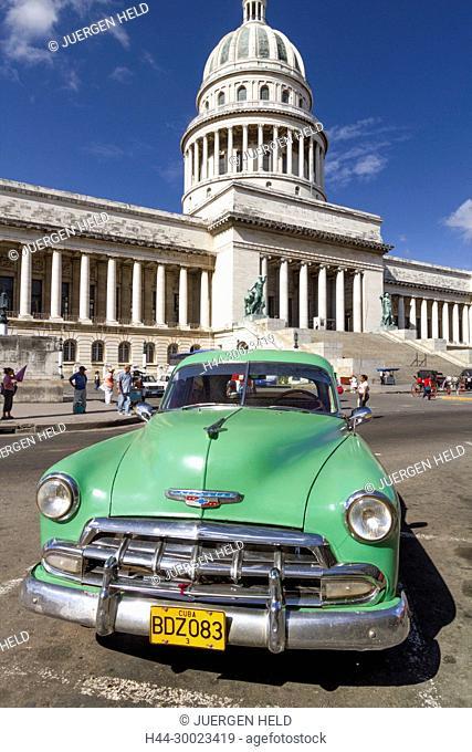 Oldtimer vor Capitol, Havanna, Kuba