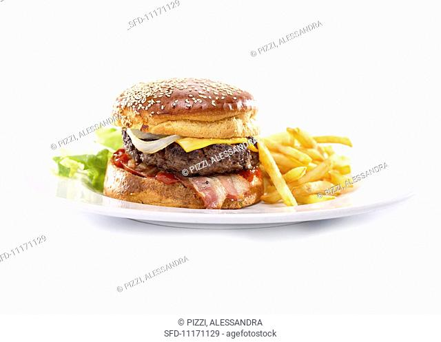 Cheeseburger with chips
