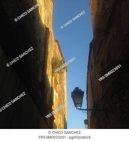 A street lamp in a narrow street of Arcos de la Frontera, Sierra de Cadiz, Andalusia, Spain