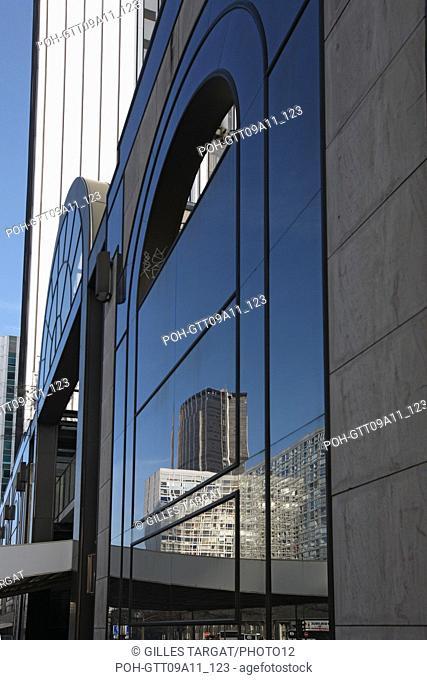 tourism, France, paris 14th arrondissement, montparnasse, rue du commandant mouchotte, street, bulding reflecting in windows, architecture, windows