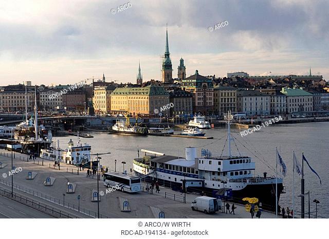 Boats at landing stage, old town Gamla Stan, at Riddarfjarden, Kornhamnstorg, Stockholm, Sweden, Riddarfjärden
