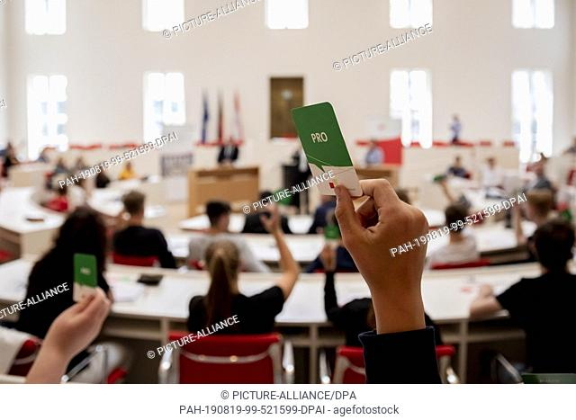 "19 August 2019, Brandenburg, Potsdam: A young person holds up a voting card at the event """"Youth debates with top candidates"""" for the Brandenburg state..."