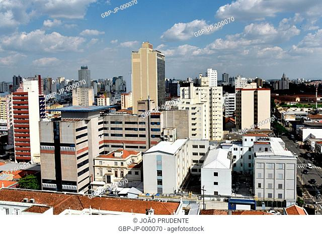 Partial top view of the city center in the center of the center Vera Cruz Hospital and the right Andrade Neves Avenue, Campinas, São Paulo, Brazil, 02