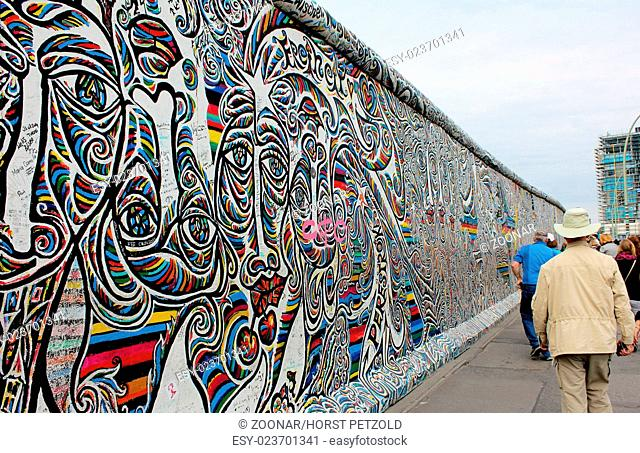 Berlin wall with gravity