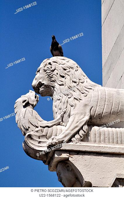 Lucca (Italy): sculpture on Cathedral of San Martino's façade