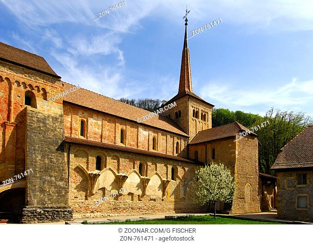 Stiftskirche der romanischen Abtei Romainmotier, Waadt, Schweiz / Collegiate church of the Romanesque abbey of Romainmotier, canton of Vaud, Switzerland