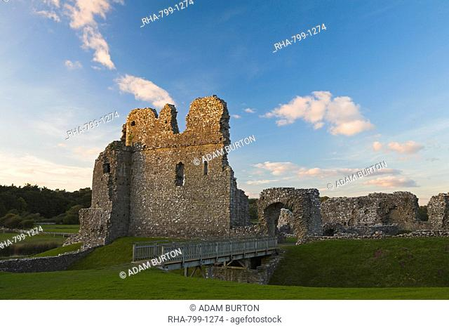 The ruins of Ogmore Castle, Glamorgan, South Wales, Wales, United Kingdom, Europe