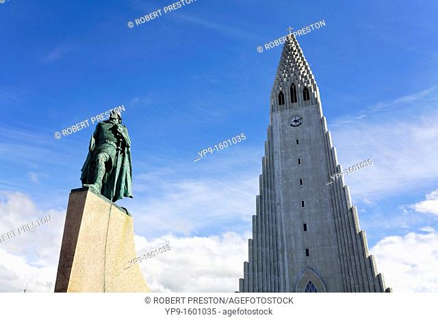 Statue of Liefer Eiriksson in front of Hallgrimskirkja church, Rejyjavik, Iceland