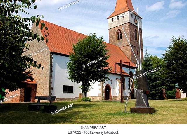 Kunst von Stefan Forler an der historischen Kirche in Minfeld/Pfalz