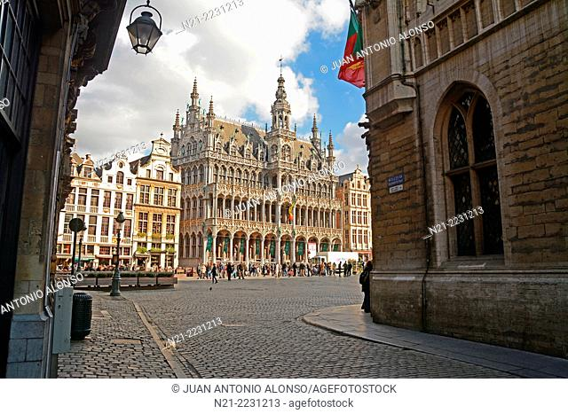 The Grand Place from the Rue de la Tete d'Or. The massive building is La Maison Du Roi, built in 1536 and restaured in 1873