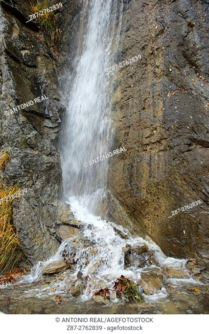 Waterfall, Valle de Hecho, Valles Occidentales Natural Park, Pyrenees Mountains, Huesca province, Aragon, Spain