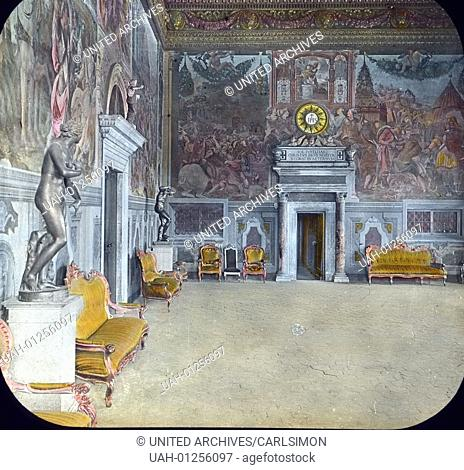 Italy, Florence, Loggia dei Lanzi, the audience chamber with frescos by Salvisti, image date: circa 1910. Carl Simon Archive