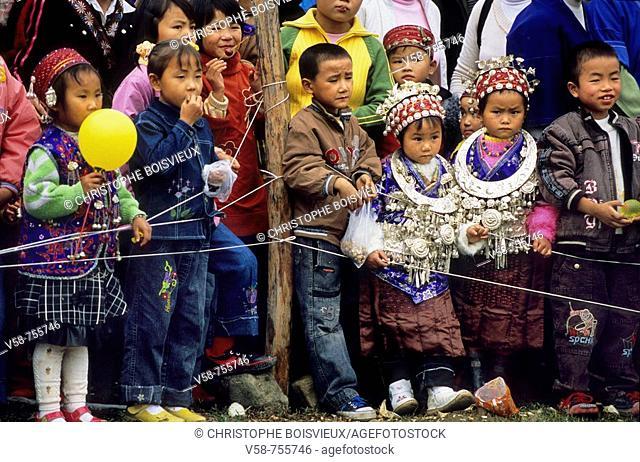 MIAO ANG GEJIA CHILDREN WATCHING THE LUSHENG FESTIVAL, CHONG'AN VILLAGE, GUIZHOU, CHINA