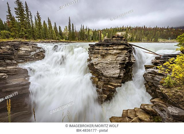 Waterfall, Athabasca Falls, Athabasca River, Icefields Parkway, Banff National Park, Alberta, Canada, North America