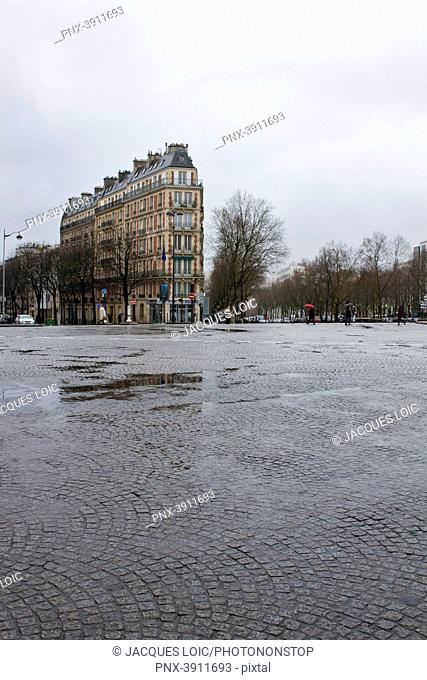 France, Paris, department 75, 14th arrondissement, Place Denfert Rochereau, jour de pluie