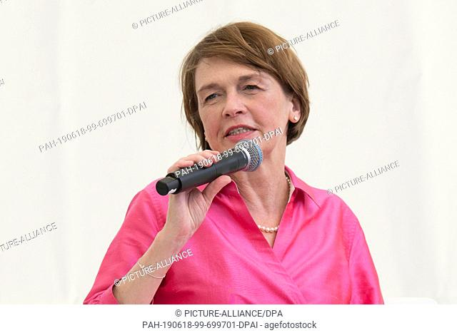 "18 June 2019, Berlin: """"First Lady"""" Elke Büdenbender speaks at a garden party in Bellevue Castle on a panel discussion on """"Vocational training"""""