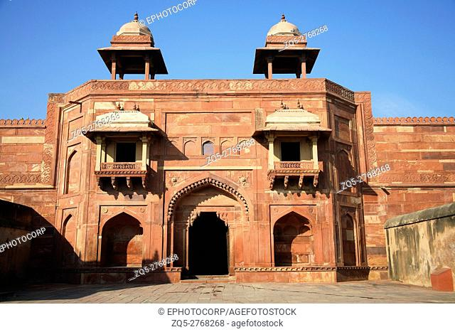 Diwan-e-khas, Fatehpur Sikri, was the political capital of India's Mughal Empire under Akbar's reign, from 1571 until 1585, when it was abandoned