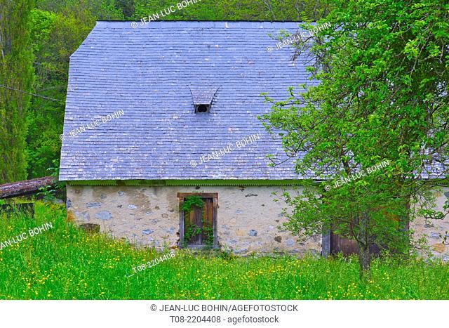 france,65,hautes pyrénées , azun valley : barn, slates roof