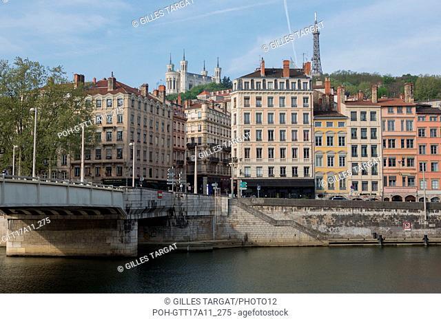 France, Lyon, Quays of the Saône River, Quai de Bondy, facades of buildings, Basilica Notre Dame de Fourvière, Pont de la Feuillée Photo Gilles Targat