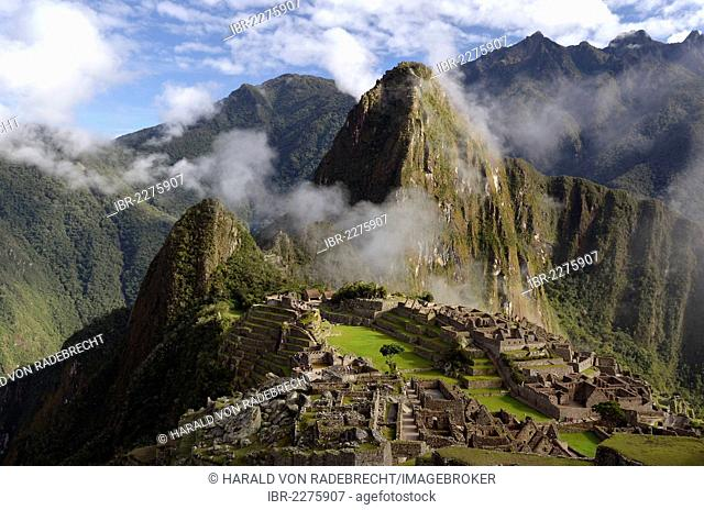 Inca ruins of Machu Picchu in the Andes, with fog, UNESCO World Heritage Site, Urubamba Valley, near Cusco, Cuzco, Peru, South America