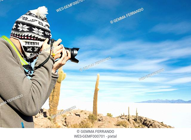 Bolivia, Atacama, Altiplano, Salar de Uyuni, man taking pictures