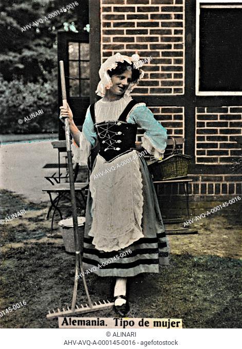 Alrededor del Mundo - Obsequio de Susini, portrait of a woman dressed in traditional German costumes, shot 1910 ca